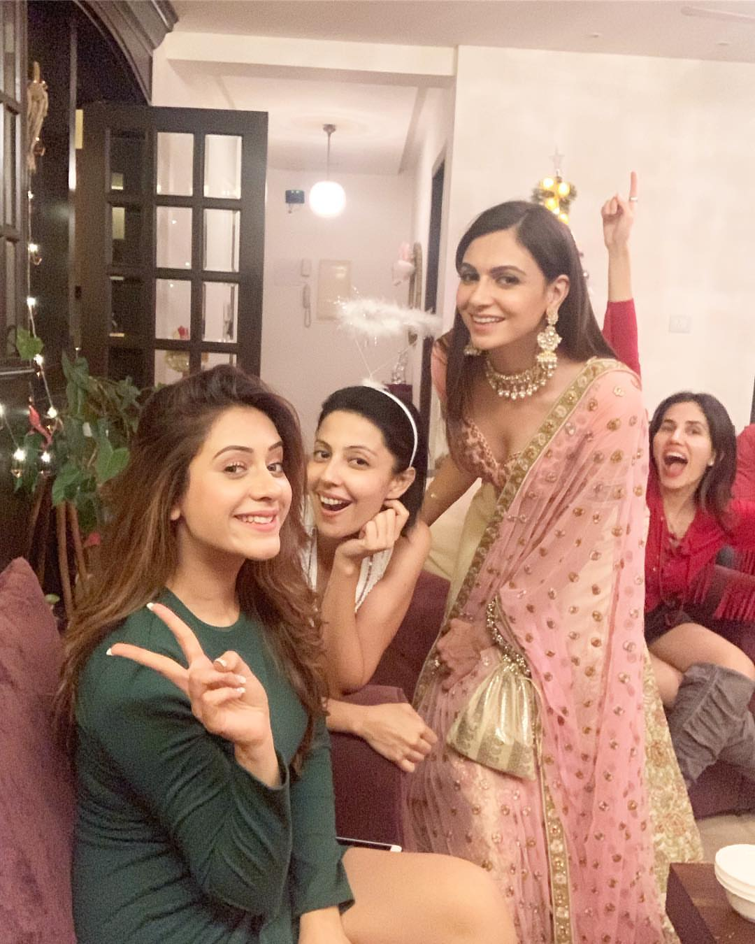 hiba nawab with friends