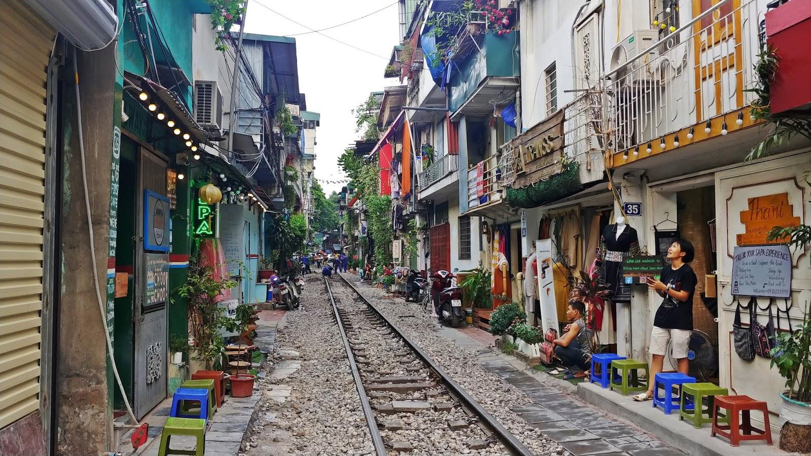 Hanoi ulica z pociągiem