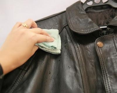 Cara mengeringkan jaket kulit basah