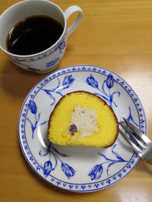 Swiss roll and coffee