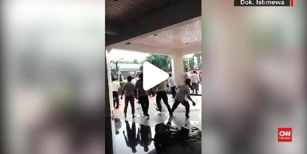 "Polisi Tangkap 15 Orang ""RADIKAL""  Kelompok Penyerang Kantor Kemendagri"