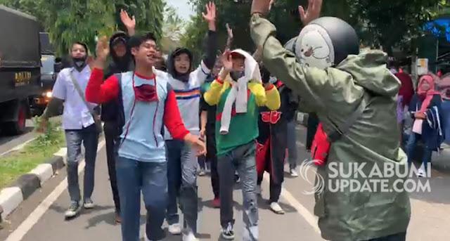 Pelajar STM Gabung, Aksi Tolak Omnibuslaw Bergeser ke DPRD dan Balai Kota Sukabumi