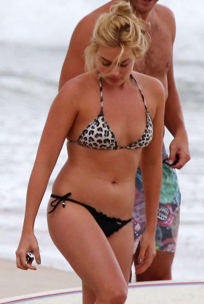 margot robbie sexy bikini pics 04