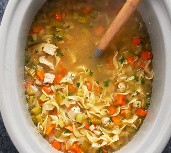 SLOW COOKER CHICKEN NOODLE SOUP #lunch #healthydinner