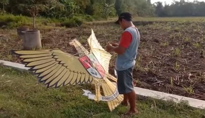 Cara Membuat Layangan Garuda