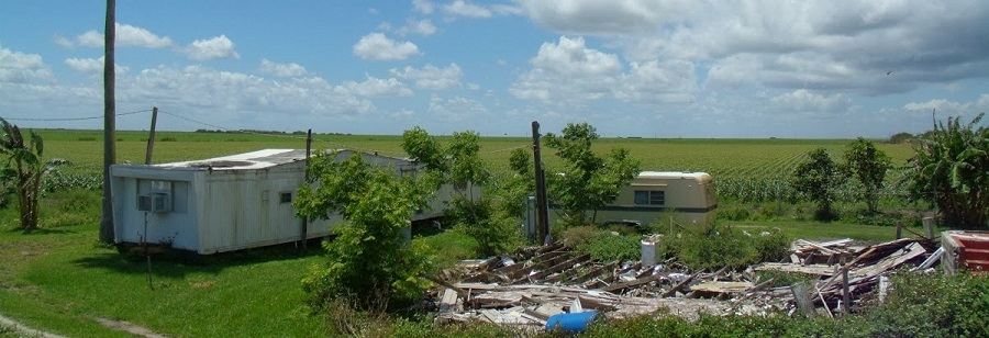 Tráilers y ruinas en la US 27