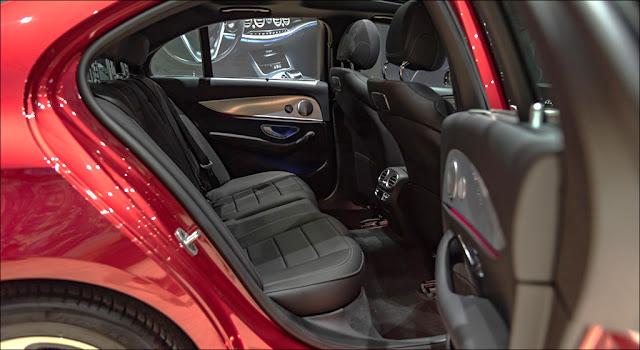 Băng sau Mercedes E200 Sport 2019 thiết kế rộng rãi và thoải mái.
