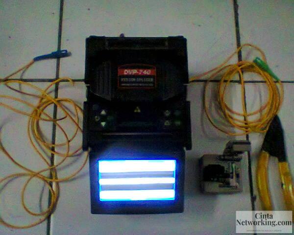 Cara Pengupasan Dan Penyambungan Kabel Fiber Optic Dengan Splicer - Cintanetworking.com