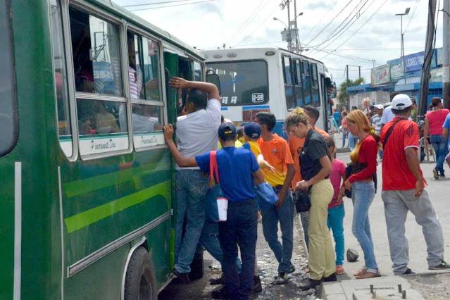 TRANSPORTISTAS DEL OESTE AUMENTAN PASAJE A UN MILLÓN DE BOLÍVARES Y NO ACEPTAN BILLETES DE 50 MIL