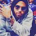 """Chris Brown traz ritmo caribenho no seu novo single """"Questions""""; ouça"""
