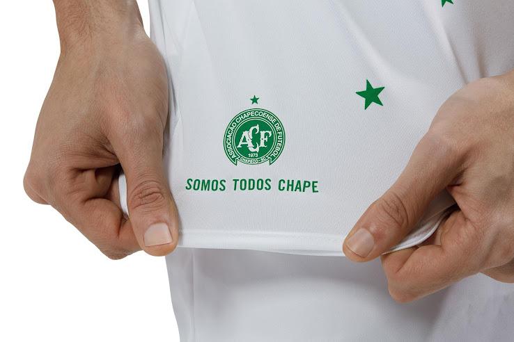 Chapecoense presentó una camiseta especial Umbro para jugar la Joan Gamper