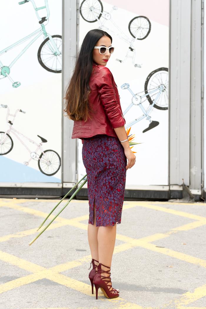Ejecutiva con falda y pantimedias negras - 5 2