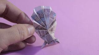 Hướng dẫn cách gấp con công bằng tiền giấy đẹp và đơn giản