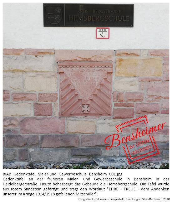 """BIAB_Gedenktafel_Maler-und_Gewerbeschule_Bensheim_001.jpg Gedenktafel an der früheren Maler- und Gewerbeschule in Bensheim in der Heidelberger Straße. Heute beherbergt das Gebäude die Hemsbergschule. Die Tafel wurde aus rotem Sandstein gefertigt (Maße: ca. 100 cm x 100cm) und trägt den Wortlaut """"EHRE - TREUE - dem Andenken unserer im Kriege 1914/1918 gefallenen Mitschüler"""". Fotografiert und zusammengestellt von Frank-Egon Stoll-Berberich, 2020."""