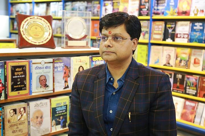 पीयूष कुमार प्रभात प्रकाशन के निदेशक