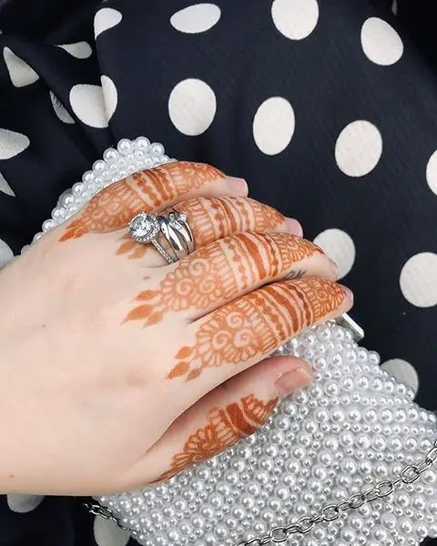 party-henna-for-fingers