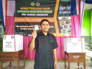Kepala SMK Yasmida Ambarawa Ikut Mencoblos Calon Ketua OSIS SMK Yasmida Ambarawa Tp. 2019-2020