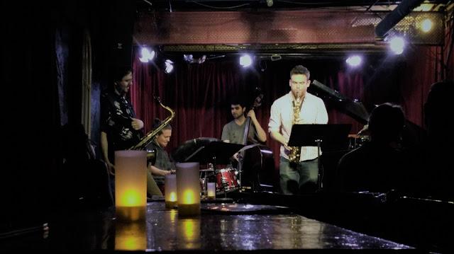 Uma-miúda-em-Nova-Iorque-3-armazem-de-ideias-ilimitada-jazz-performance-band-on-stage