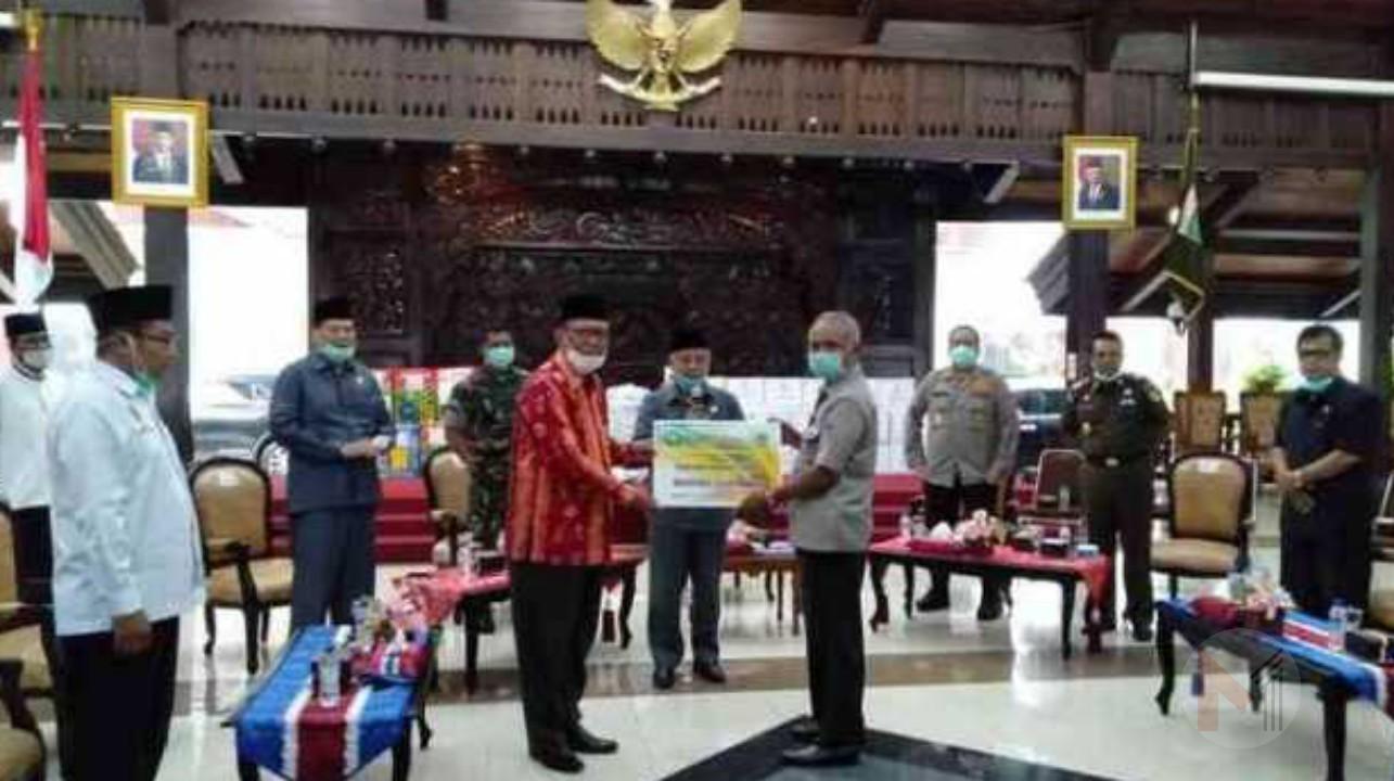 Unisma Malang Sumbang Sembako dan Handsanitezer, Peduli Covid-19