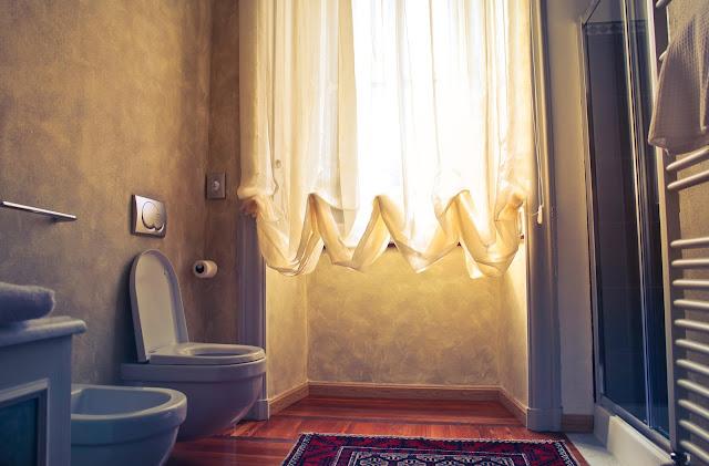 Easy Ways To Bring A Drab Bathroom To Life