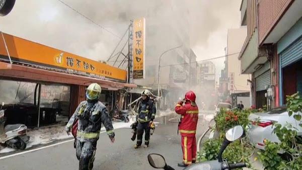 彰化市太平街火鍋店火警 大火殃及3店家幸無傷亡