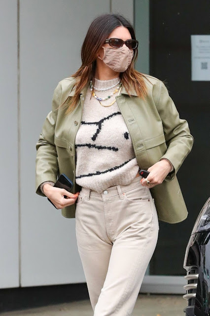 Kendall Jenner – Breakfast candids at Nate n Als in Beverly Hills