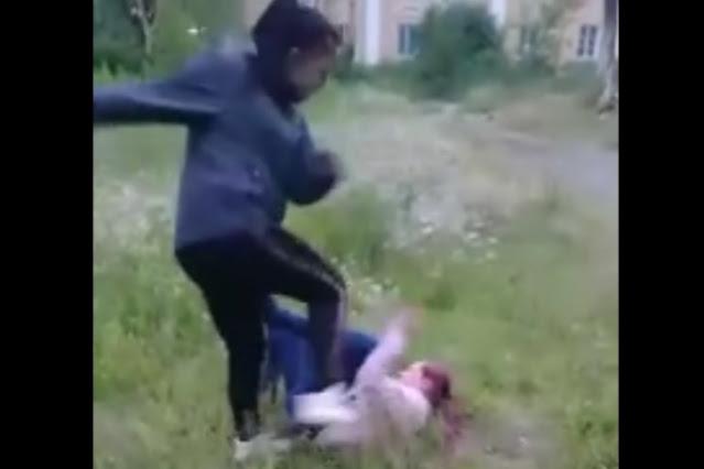 Школьница жестоко избила ногами сверстницу из-за парня на Урале