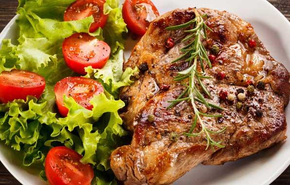 Телятина ( мякоть) - 1 кг; Помидоры - 3 штуки; Сыр твердый - 100 г; Соль - по вкусу; Перец черный молотый - по вкусу; Укроп - по вкусу; Масло растительное - для жарки.