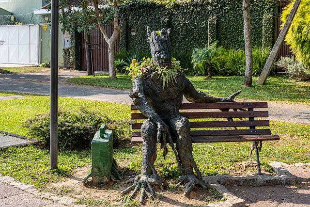 Escultura de personagem de quadrinhos na Praça Erailto Thiele