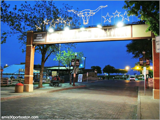 Iluminación de la Stockyards Station