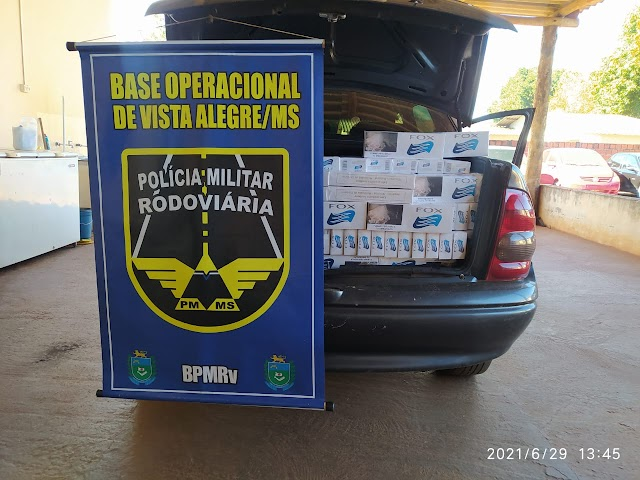 Veículo com 700 pacotes de cigarros é apreendido pela PMR