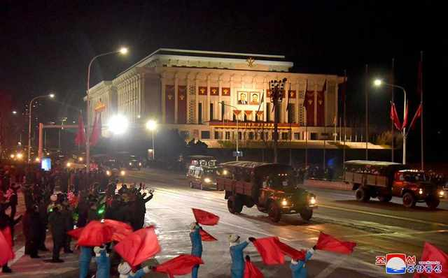 Pyongyang Citizens Welcome Military Paraders