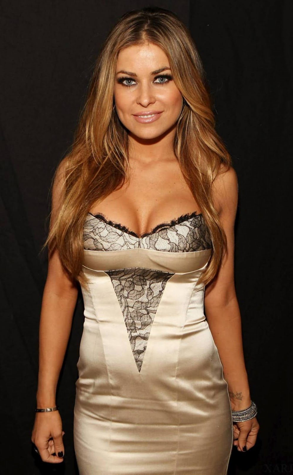 braless Cleavage Carmen Electra naked photo 2017