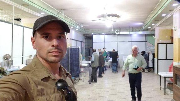 Ο αμερικανός δημοσιογράφος Pearson Sharp πήγε στη Douma και οι κάτοικοι του διέψευσαν τη «χημική επίθεση ».