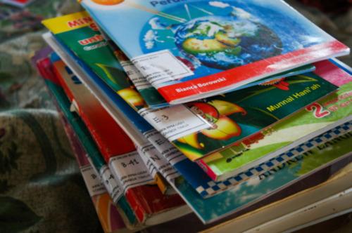 buku-buku untuk anak Rinjani dalam project perpustakaan Book for Mountain Lombok