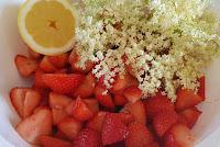 Erdbeermarmelade mit Holunderblüten - Zutaten