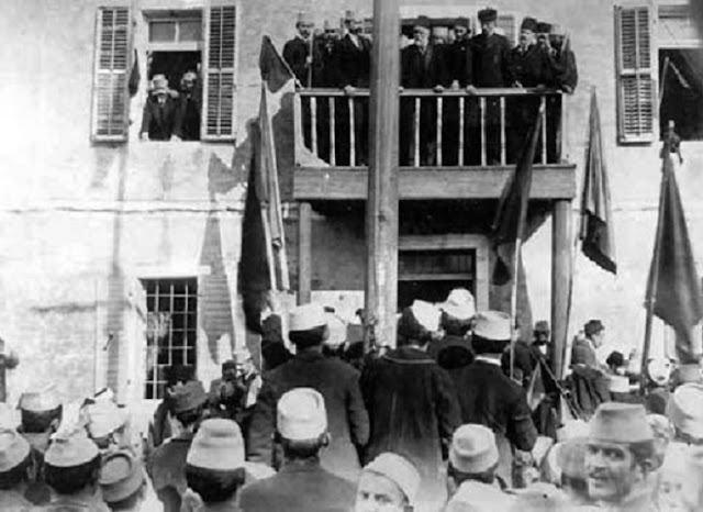 Ismail Qemali on the balcony while holding the famous speech on November 28, 1912 in Vlora