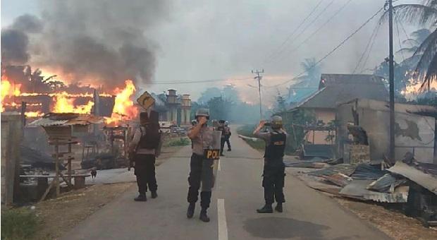 Bentrok, 56 Rumah Warga di Buton Dibakar Sekelompok Pemuda