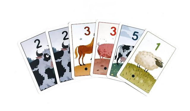 na zdjęciu karty z punktami ujemnymi oraz karty to nie moje, uzbierane przez jednego z graczy