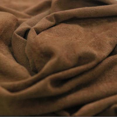 É um tecido que imita o camurça