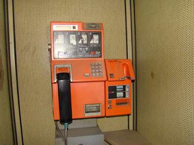 Un telefono pubblico Sip Rotor con lettore di carte (o schede) telefoniche dei primi anni '90