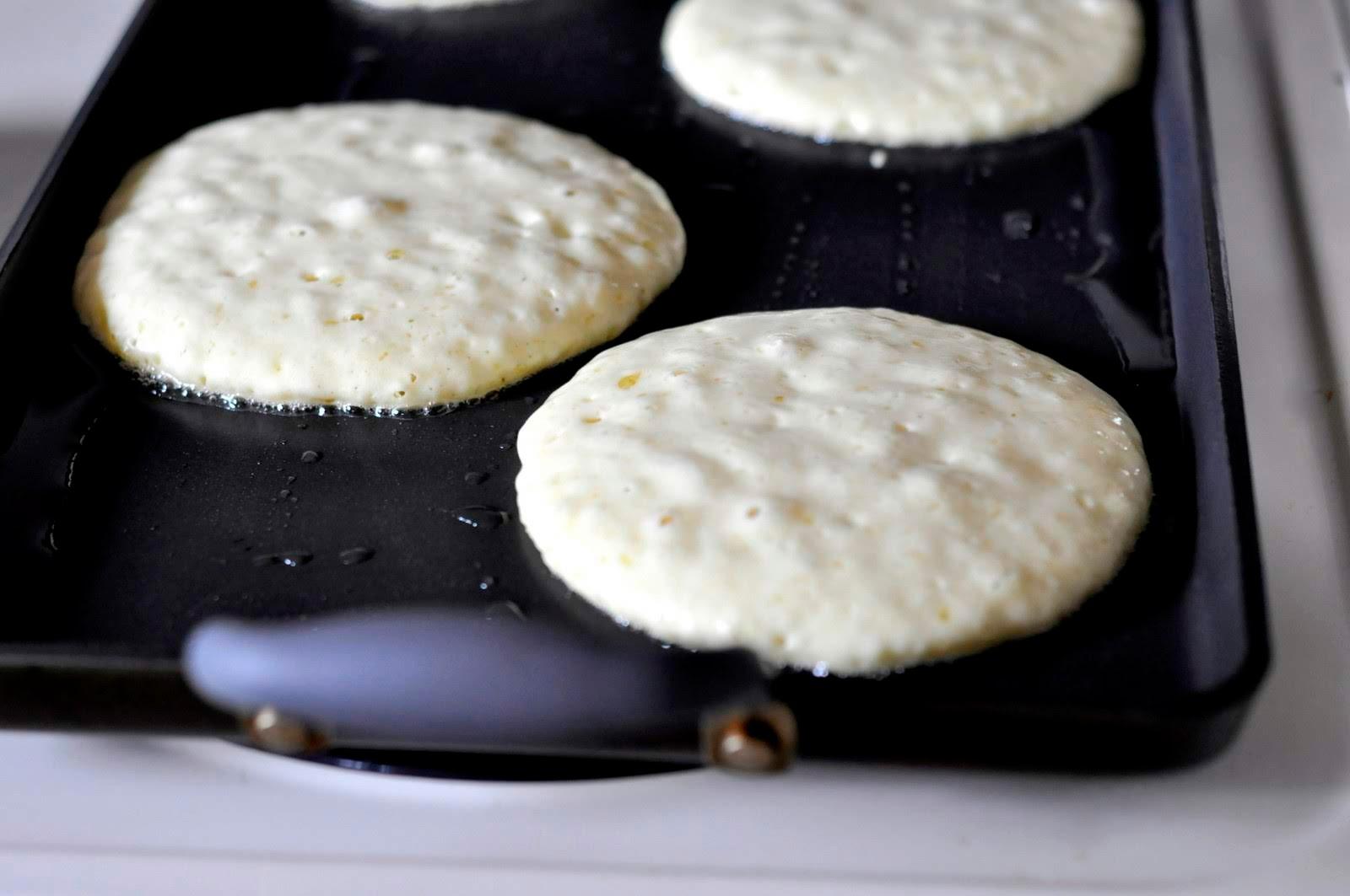 How-to-Make-Fluffy-Pancakes-tasteasyougo.com