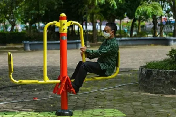 Wali Kota Pontianak, Edi Rusdi Kamtono saat meninjau Taman Alun Kapuas