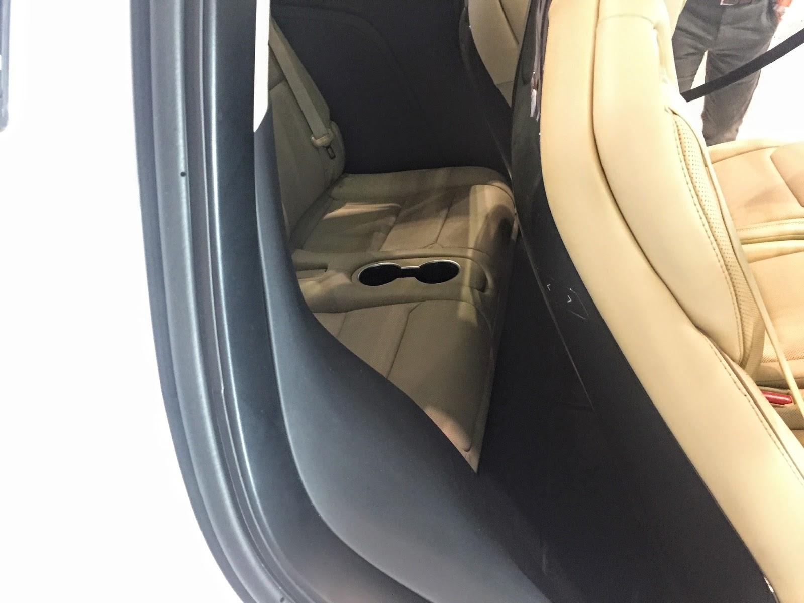 テスラモデルX3rd座席 TESLA-ModelX-3rd-seat