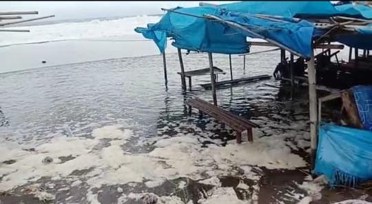 Gelombang Pasang Terjang Ratusan Warung di Pesisir Selatan Kebumen