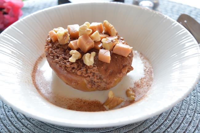Pähkinäiset toffeeomenat ja mantelimaito