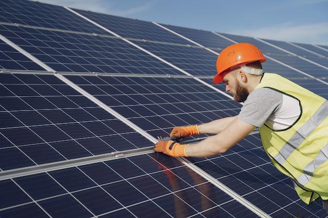 Teknologi Inverter dan Solar Panel Hemat Energi