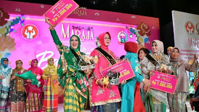 Tampil Memukau, Ketua Dekranasda Sinjai Raih Predikat Pertama di Fashion Show