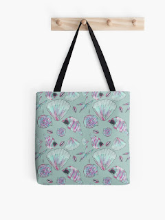 Seashell patterned all-over print tote bag