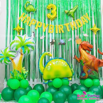 Cửa hàng đồ sinh nhật ở Cửa Đông